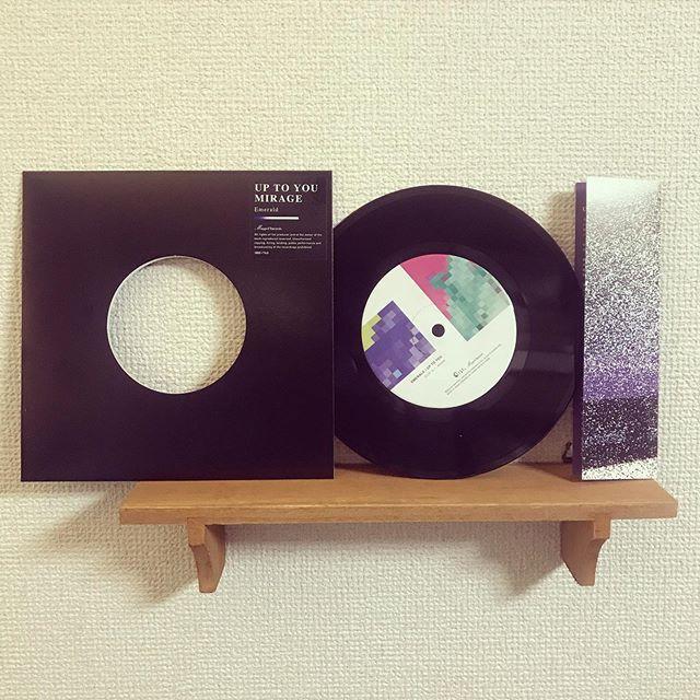 Made in TUFF VINYL「Emerald /UP TO YOU | MIRAGE」7inch 52g スモールホール/国内レーベル/紙インナースリーブ/国内二つ折り歌詞カード支給/ブラックディスコスリーブ/ジャケットステッカー支給/蓋なしPP封入/MIXER'S LABカッティング.Make Neo Fresh Vinyl!!!.#tuffvinyl #vinylrecords #vinylcommunity .#アナログ盤 #アナログレコード #レコードジャケット #音楽のある暮らし #Emerald .@emerald.official.05