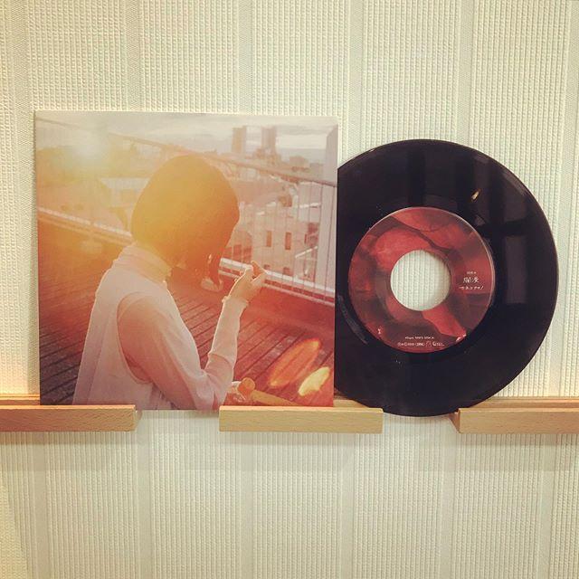 Pressed by TUFF VINYL.「カネコアヤノ / 爛漫 | 星占いと朝」7inch 52g ビッグホール 国内プレス / 国内印刷4Cレーベル / ペラ見開きジャケット支給 / 蓋なしPP封入 / 支給外装ステッカー貼り付け / MIXER'S LABカッティング.Make Neo Flesh Vinyl!!!.#Tuffvinyl #vinylrecords #vinylrecord #vinylcommunity #myvinylcollection #レコードのある生活 #レコードコレクション #レコード #レコードプレイヤー #レコード好き #レコード女子 #カネコアヤノ #kanekoayano #爛漫 #星占いと朝  #vinylcollection #アナログ盤 #アナログレコード #レコードジャケット #音楽のある生活 #バイナル #7インチレコード #12インチレコード #レコードコレクター #7inchvinyl