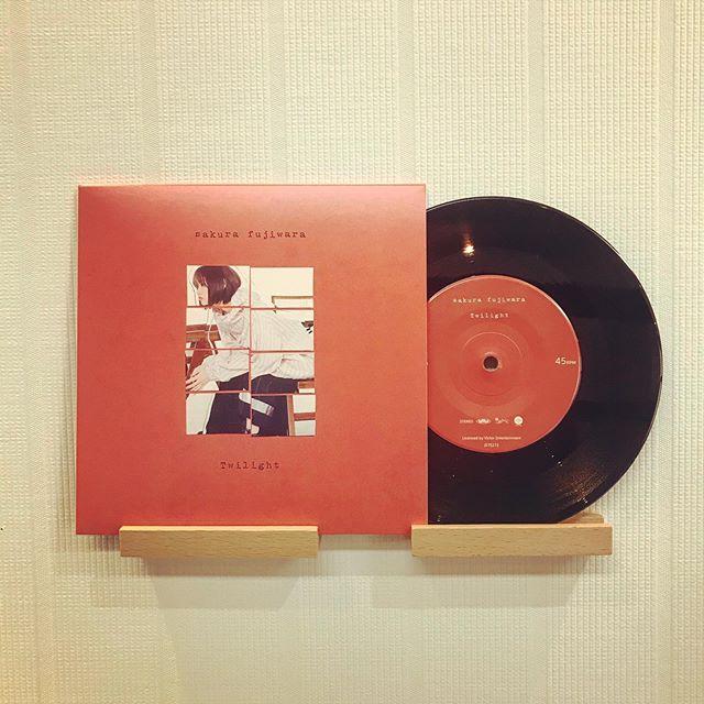Pressed by TUFF VINYL「sakurafujiwara / Twilight | Ami」7inch 52g スモールホール 国内プレス / 海外レーベル / ジャケット/インサート支給 / 蓋なしPP封入 / MIXER'S LABカッティング.Make Neo Flesh Vinyl!!!.#Tuffvinyl #vinylrecords #vinylrecord #vinylcommunity #myvinylcollection #レコードのある生活 #レコードコレクション #レコード #レコードプレイヤー #レコード好き #レコード女子 #jpops #fujiwarasakura #藤原さくら #mitsume #yaseicollective #gfjb #CBMD #ayutokio #vinylcollection #アナログ盤 #アナログレコード #レコードジャケット #音楽のある生活 #バイナル #7インチレコード #12インチレコード #レコードコレクター #7inchvinyl #jetset